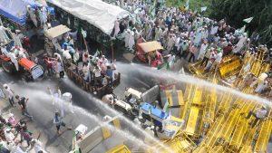 पुलिस बारकेड तोड्दै, अश्रुग्याँस र लट्ठीको प्रतिरोध गर्दै दिल्लीतर्फ बढ्यो किसान मार्च, दिल्ली पुगेरै छोड्ने उदघोष