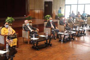 सरकारलाई प्रभावकारी बनाउने ५ दलीय गठबन्धनको निर्णय, माधव नेपाल समेत बैठकमा सहभागी